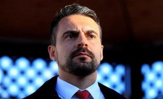"""Παραιτήθηκε ο ηγέτης του ακροδεξιού """"Γιόμπικ"""" στην Ουγγαρία"""