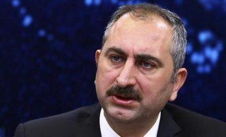 Ενοχλήθηκε η Τουρκία με τις υποδείξεις Γιούνκερ για αποφυλάκιση των Ελλήνων στρατιωτικών