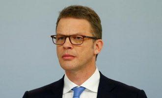 """Ποιος είναι ο """"σκληρός"""" Γερμανός που αναλαμβάνει την Deutsche Bank και καταργεί χιλιάδες θέσεις εργασίας"""