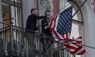 Αναχώρησαν από τη Μόσχα οι Αμερικανοί διπλωμάτες που απελάθηκαν