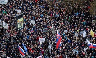 Χιλιάδες Σλοβάκοι διαδήλωσαν για να παραιτηθεί ο αρχηγός της Αστυνομίας