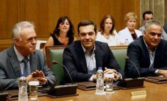 """""""Χέρι"""" Τσίπρα σε υπουργούς: Τα μνημόνια τελειώνουν – Δε θα δεχθώ καθυστερήσεις και εμπόδια"""