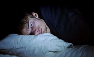 Tι μπορεί να συμβεί σε όσους μένουν ξύπνιοι έως αργά τη νύχτα