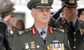 Η συγκλονιστική ανάρτηση του Επίτιμου Αρχηγού ΓΕΣ: «Πετάω για την Ελλάδα»