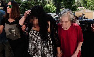 Σε κατ οίκον περιορισμό η 19χρονη παιδοκτόνος – Στη φυλακή η μητέρα της