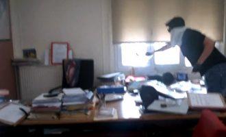 Συνελήφθη μέλος του Ρουβίκωνα για την εισβολή σε συμβολαιογραφικό γραφείο
