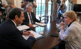 «Κάθοδος» Λουτ στην Κύπρο: Τι συζήτησε η απεσταλμένη του ΟΗΕ με Αναστασιάδη