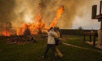 Πύρινη λαίλαπα Καλιφόρνια: Μαίνονται τα μέτωπα της φωτιάς, 8 νεκροί