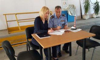 «Καρφί» Δούρου: Κάποιοι τολμούν να αμφισβητούν τον αγώνα του απλού πυροσβέστη