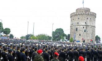 Όλοι κατά της πρόσκλησης Τζιτζικώστα προς τη Χρυσή Αυγή να συμμετάσχει στην παρέλαση