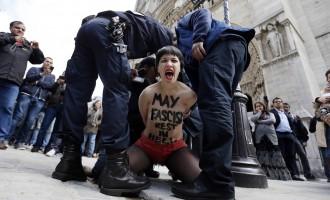 Οι FEMEN ποζάρουν στο facebook και προκαλούν τη διαδικτυακή λογοκρισία!