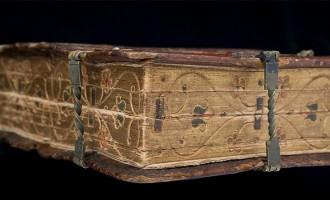 """Δείτε το… """"πολυ-βιβλίο"""" του 16ου αιώνα που διαβάζεται με 6 τρόπους"""
