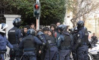 Αστυνομικοί της ΔΕΛΤΑ χτύπησαν βουλευτές και φοιτητές του ΣΥΡΙΖΑ