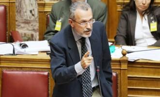 """Π. Καψής: """"Ο Τσίπρας δεν είναι Χάρι Πότερ"""" – άγρια κόντρα στη Βουλή για την ΕΡΤ"""