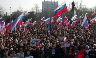 Ουκρανία ώρα μηδέν: Έκρηξη κοντά στο Κοινοβούλιο της Κριμαίας