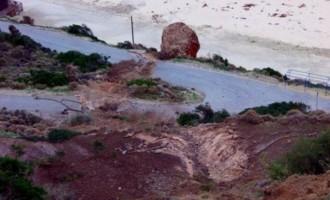 Εικόνες από την παραλία του Μύρτου – κόπηκε σε 3 σημεία ο δρόμος