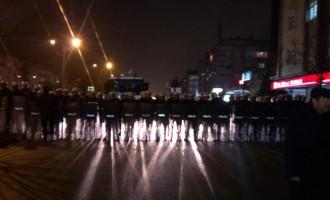 """""""Ερντογάν παραιτήσου"""" φωνάζουν χιλιάδες Τούρκοι διαδηλωτές σε όλη την χώρα και σήμερα"""