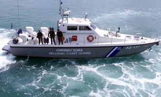 Άνδρες του λιμενικού πυροβόλησαν τρεις μετανάστες
