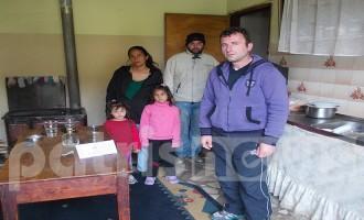 """Τρίτεκνη οικογένεια εκπέμπει SOS: """"Τα παιδιά μας φοβούνται το σκοτάδι –  Ζητιανεύουμε για ένα τοστ"""""""