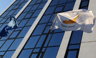 Αν έχασες 3 εκατομμύρια ευρώ στο κούρεμα παίρνεις… κυπριακή βίζα