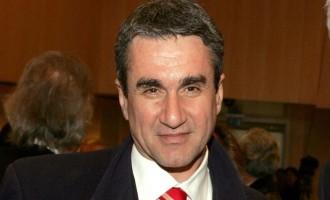 Ο Α. Λοβέρδος θα ψηφίσει το νομοσχέδιο αλλά… ζητά παραίτηση Κ. Χατζηδάκη!