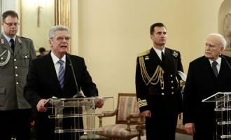 Κάρολος Παπούλιας προς Γερμανό Πρόεδρο: Λύστε άμεσα το θέμα των Γερμανικών αποζημιώσεων
