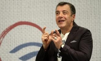 Θεοδωράκης: Η κυβέρνηση δεν τα πάει καλά, αλλά εκλογές δεν πρέπει να γίνουν