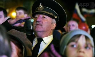 Κριμαία: Τον εθνικό ύμνο της Ρωσίας τραγούδισαν για να πανηγυρίσουν το δημοψήφισμα