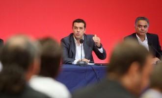 """Τσίπρας: Πράσινη κάρτα στα """"μικρά"""" κανάλια, κόκκινη σε Mega και ΔΤ"""