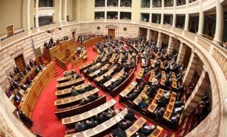 """Αντιπολίτευση: """"Κοινοβουλευτικό πραξικόπημα"""" η παραπομπή στο θερινό τμήμα της Βουλής"""