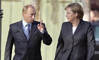 Η Μέρκελ τηλεφώνησε στον Πούτιν ανήσυχη για τις εξελίξεις στην Ουκρανία