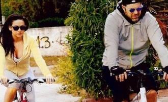 Χολίδης – Μουστάκα: Ρομαντική βόλτα με τα ποδήλατά τους