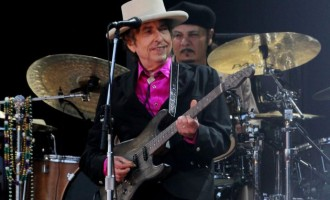 Ο θρύλος της ροκ Μπομπ Ντίλαν έρχεται για δύο συναυλίες στην Ελλάδα