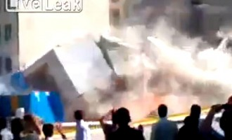 Ιράν: Κατέρρευσε το σπίτι τους μπροστά στα μάτια τους (βίντεο)
