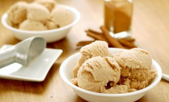 Σπιτικό παγωτό με γεύση κανέλα