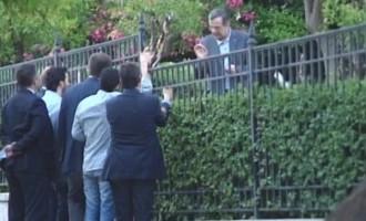 Ο Σαμαράς στα… κάγκελα με τους δημοσιογράφους!