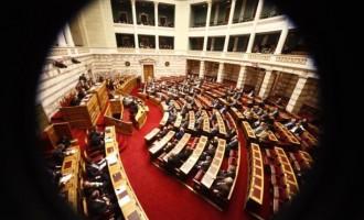 """Οι γαλάζιοι βουλευτές """"ξαναχτυπούν"""" την κυβέρνηση για τους ένστολους"""