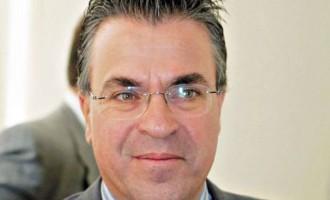 Ντινόπουλος: Οι αριστεροί στη χλιδή και οι δεξιοί στη φτωχομάνα