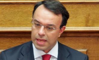 Ο Σταϊκούρας αντί να απαιτεί απλά ζητά από τις τράπεζες αναστολή πληρωμής δανείων