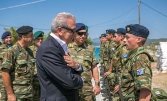 Συγκινήθηκε ο Αβραμόπουλος από τον Ελληνοαυστραλό που υπηρετεί στα σύνορα!