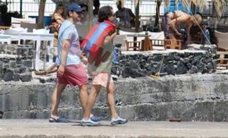 Ο Αλέξης Τσίπρας πάει για μπάνιο στη Νάξο (φωτορεπορτάζ)