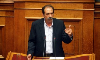 """Κόντρα ΠΑΣΟΚ – ΣΥΡΙΖΑ για """"υπόγειες επαφές"""" με την τρόικα"""