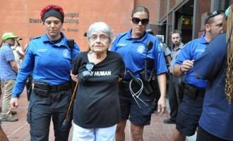 Συνέλαβαν 90χρονη στο Φέργκιουσον για… επεισόδια