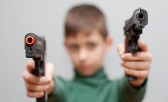 5χρονος πήρε το όπλο στο σχολείο για να μην το βρει ο μικρός αδερφός