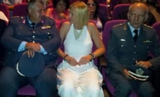 Αδυνατισμένη με λευκό φόρεμα έκανε εντύπωση η Ραχήλ