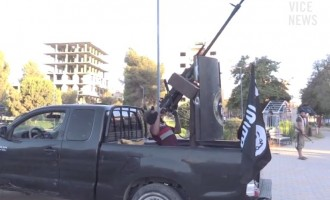 Ο πρώτος δημοσιογράφος που βρέθηκε κοντά στους τζιχαντιστές του τρόμου (βίντεο)