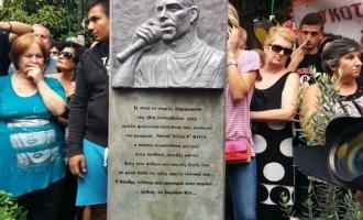 «Χιλιάδες Έλληνες τιμούν τη μνήμη του αριστερού ράπερ Φύσσα»