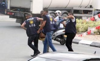 """""""Ταγίπ είσαι ανεπιθύμητος"""" φώναζαν οι τουρκοκύπριοι διαδηλωτές"""