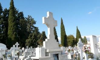 ΣΟΚ! Γυναίκα στην Κρήτη ανακάλυψε θαμμένο δίπλα στον πατέρα της έναν άγνωστο