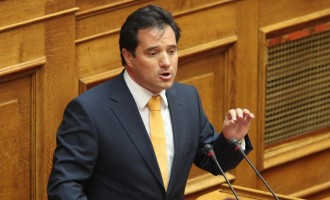 Κατηγορίες για «πολιτικούς απατεώνες» από Άδωνι στη Βουλή